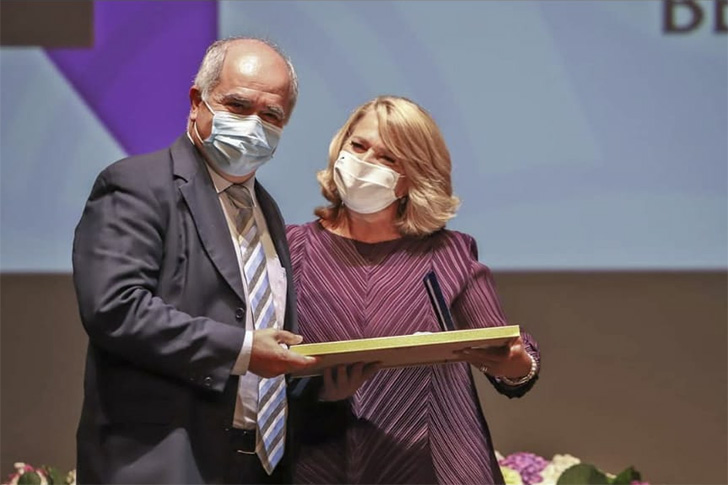 José Poças, médico e diretor do Serviço de Infeciologia do Centro Hospitalar de Setúbal, recebe a Medalha de Honra da Cidade na classe Ciência e Tecnologia nas Comemorações do Dia de Bocage